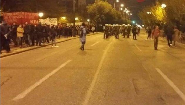 Ένταση στο κέντρο της Αθήνας μετά την πορεία για το Πολυτεχνείο – Πέφτουν μολότοφ
