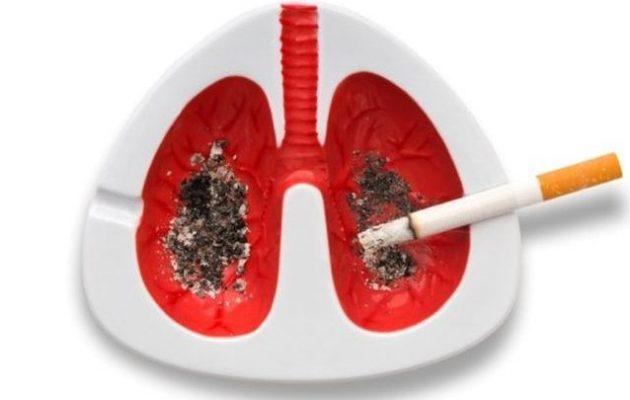 Πέθανε από καρκίνο αφού της μεταμόσχευσαν τους πνεύμονες καπνίστριας
