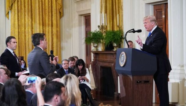 Γιατί ο Τραμπ «πέταξε έξω» από τον Λευκό Οίκο δημοσιογράφο του CNN