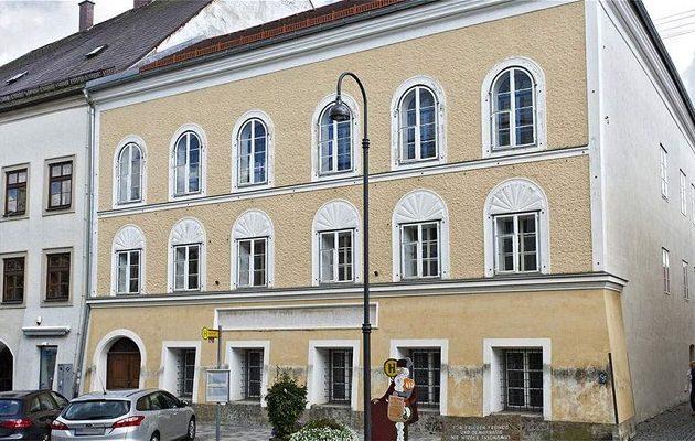 «Σφάζονται» για το σπίτι του Χίτλερ στην Αυστρία – 1,5 εκατ. ευρώ ζητά η ιδιοκτήτρια