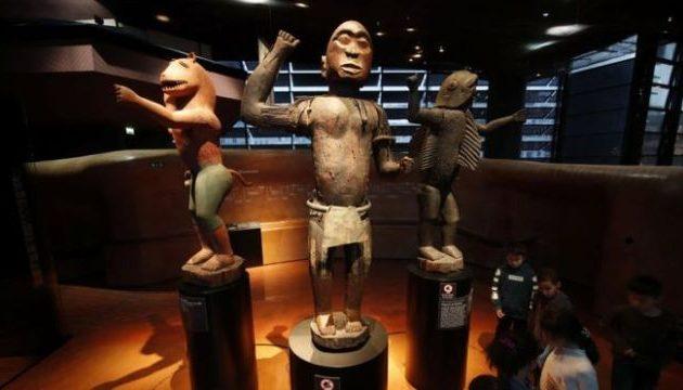 Η Γαλλία επιστρέφει λεηλατημένα έργα τέχνης στο Μπενίν της Δυτικής Αφρικής