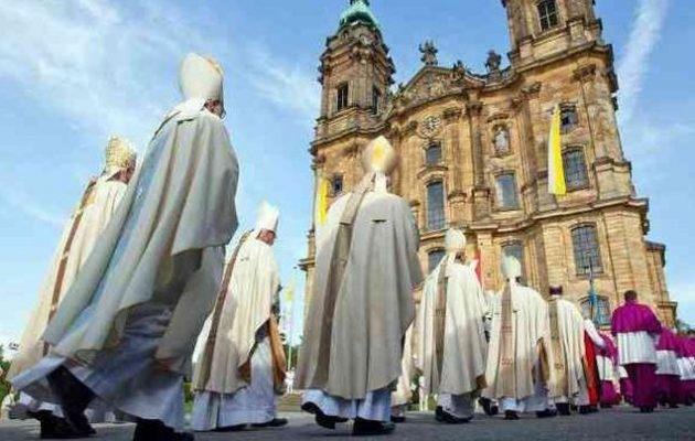 Πώς πληρώνονται οι ιερείς στη Γερμανία – Από που εισπράττουν χρήματα οι θρησκείες;