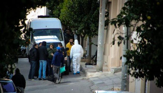 Δείτε τη στιγμή που αστυνομικοί μεταφέρουν τη βόμβα από το σπίτι του Ντογιάκου (βίντεο)
