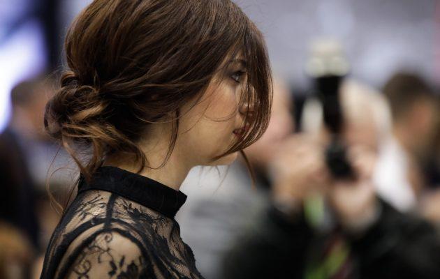 Εντυπωσιακή η Κατερίνα Νοτοπούλου στο Βελλίδειο με μαύρο δαντελωτό φόρεμα (φωτο)