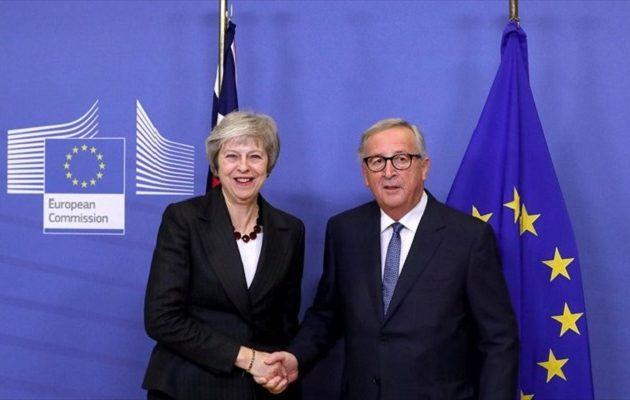 Brexit – Στις Βρυξέλλες η Μέι για να ψάξει για λύσεις μαζί με Γιούνκερ και Τουσκ