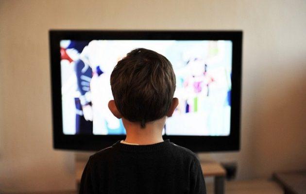 Παιδιά που περνούν ώρες μπροστά σε οθόνες κινδυνεύουν από θανάσιμους καρκίνους