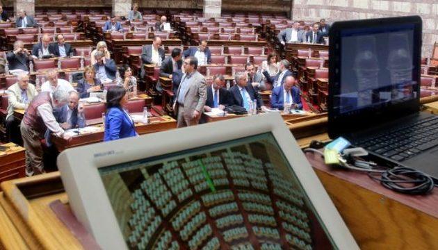 Ψηφίζεται η τροπολογία για τα αναδρομικά σε ένστολους-γιατρούς-πανεπιστημιακούς-δικαστικούς