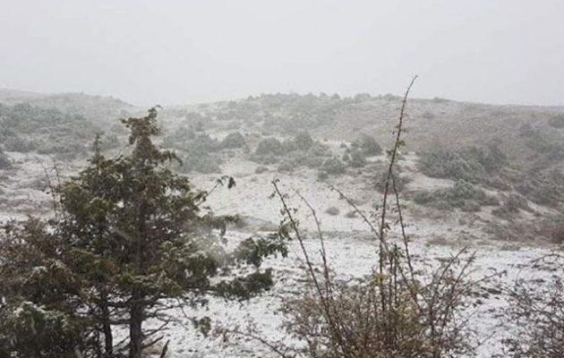 Καιρός: Που χιόνισε και χρειάζονται αλυσίδες – Που χιονίζει
