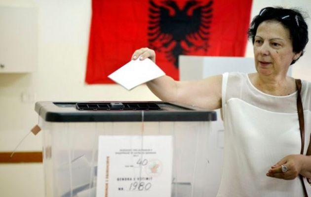 Η Αλβανία ψηφίζει την Κυριακή εν μέσω ύβρεων και κατηγοριών για νοθεία