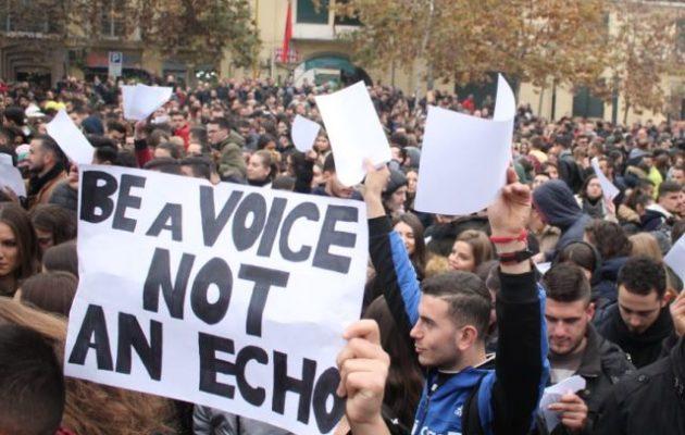 Στην Αλβανία οι φοιτητές δεν υποχωρούν – «Να είσαι φωνή, όχι ηχώ»