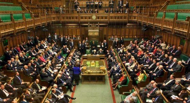 Με διασπάσεις απειλούνται τα δύο μεγαλύτερα βρετανικά κόμματα λόγω Brexit