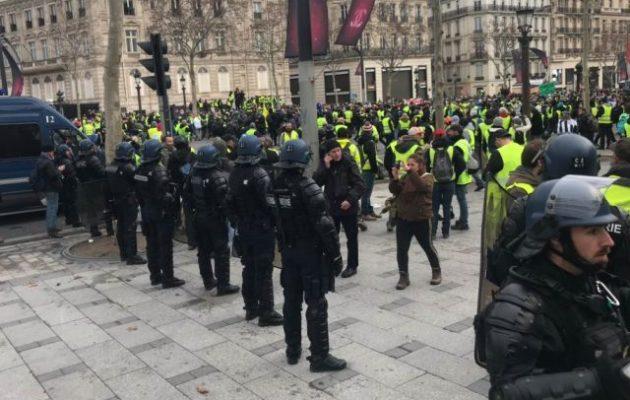 Τα Κίτρινα Γιλέκα διαδηλώνουν στο Παρίσι – 400 προσαγωγές μέχρι στιγμής