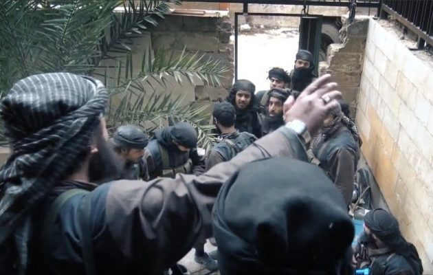 Περισσότεροι από 600 άμαχοι διέφυγαν από τον τελευταίο θύλακα του Ισλαμικού Κράτους στη Ντέιρ Αλ Ζουρ