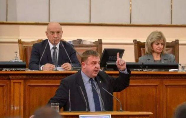 Ο Βούλγαρος υπουργός Άμυνας απείλησε τα Σκόπια με «βέτο» σε ΕΕ και ΝΑΤΟ εάν επιμείνουν στη «μακεδονική» γλώσσα
