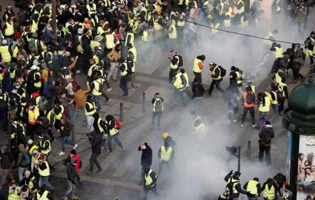 Κίτρινα Γιλέκα: Σχεδόν 1.000 προσαγωγές που έγιναν 724 συλλήψεις στη Γαλλία