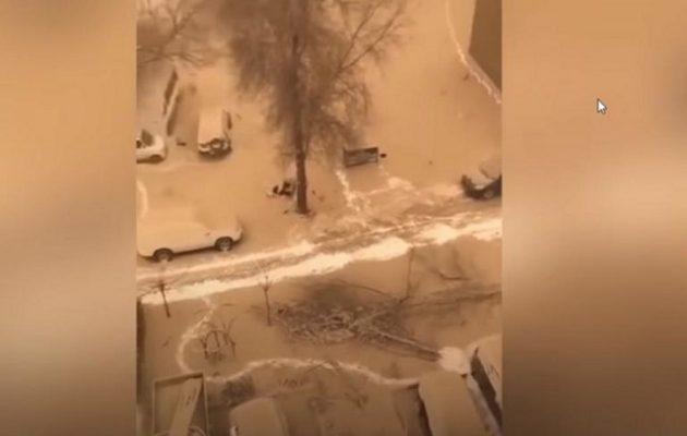 Σπάνιο φαινόμενο: Κίτρινο χιόνι κάλυψε τα πάντα στην Κίνα (βίντεο)