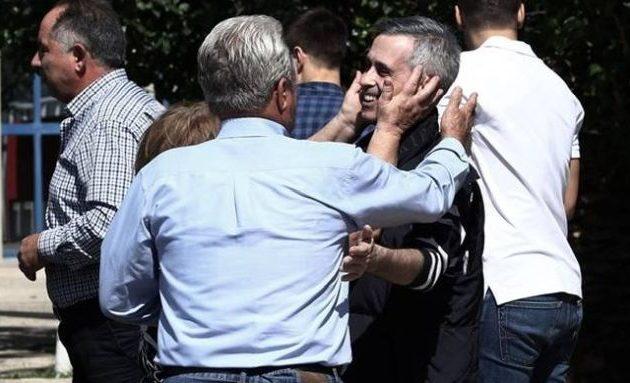 Ο Μιχάλης Λεμπιδάκης χαιρέτισε τους απαγωγείς του στη δίκη – «Είναι κακοποιοί αλλά όχι δολοφόνοι»