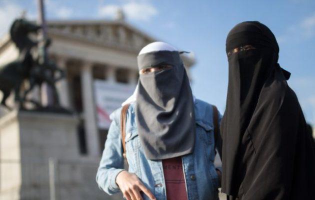 Ταχεία εφαρμογή του νόμου κατά του πολιτικού Ισλάμ στην Αυστρία ζητά ο Γιόχαν Γκουντένους