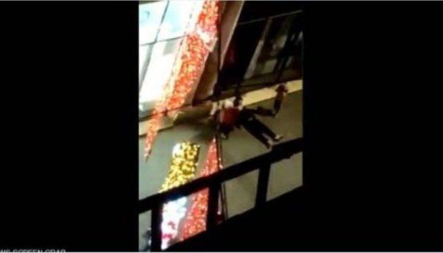 Βίντεο-θρίλερ από το μακελειό στο Στρασβούργο – Πεσμένοι κάτω αιμόφυρτοι τραυματίες (βίντεο)