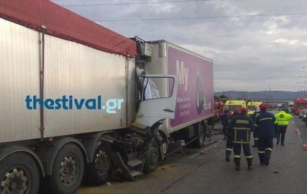 Τραγωδία με έναν νεκρό στη Θεσσαλονίκη σε φονική σύγκρουση φορτηγών