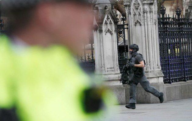 Συναγερμός στη Βρετανία: Συνέλαβαν ύποπτο άνδρα στους χώρους της Βουλής