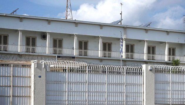 Μάνα επισκέφθηκε το γιο της στη φυλακή με ναρκωτικά μέσα σε σουβλάκια