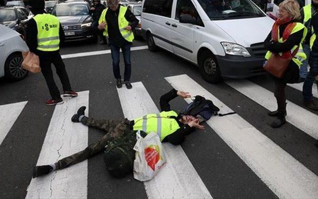 Νταλίκα «πάτησε» και σκότωσε διαδηλωτή «Κίτρινο Γιλέκο» στο Βέλγιο