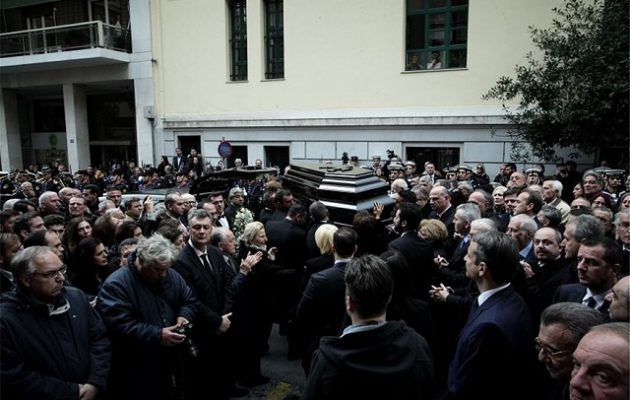 Πλήθος κόσμου αποχαιρέτησε τον Δημήτρη Σιούφα (φωτο)