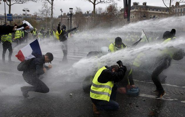 Έξι στους δέκα Γάλλους θέλουν να σταματήσουν οι κινητοποιήσεις των «Κίτρινων Γιλέκων»