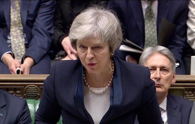 Μέι προς βουλευτές: Δείξτε «αυτοσυγκράτηση» – Θα βρούμε λύση στο Brexit