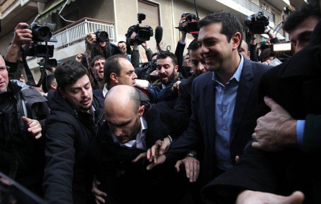 Δημοκρατική Προοδευτική Παράταξη: Πώς ο Τσίπρας αλώνει το κέντρο – Φυλλορροεί το ΚΙΝΑΛ