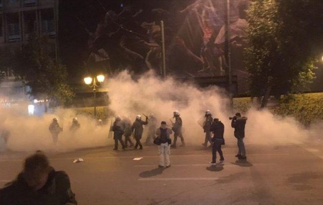 Ένταση και χημικά στο κέντρο της Αθήνας στην πορεία για την επίσκεψη Μέρκελ (φωτο)