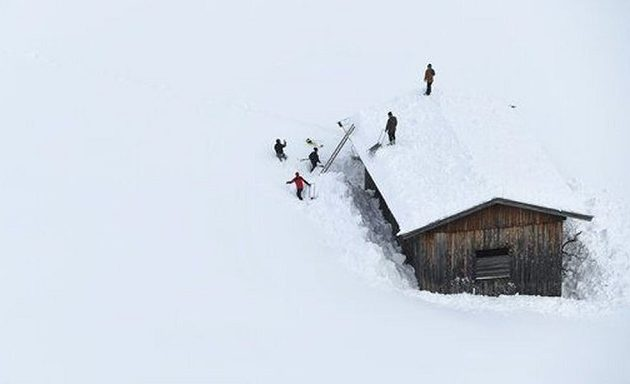 Τα χιόνια «πνίγουν» την Αυστρία – Γερμανοί μαθητές αποκλείστηκαν σε καταφύγιο