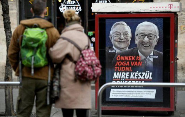 Ακτιβιστές κατέστρεψαν τις προεκλογικές αφίσες Όρμπαν για Γιούνκερ και Σόρος