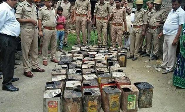 104 νεκροί από κατανάλωση νοθευμένου αλκοόλ στην Ινδία