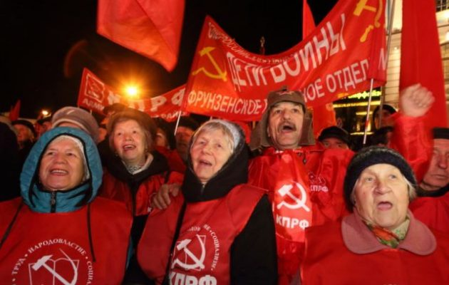 Ένας στους τρεις Ρώσους κομμουνιστές πιστεύει στον Θεό