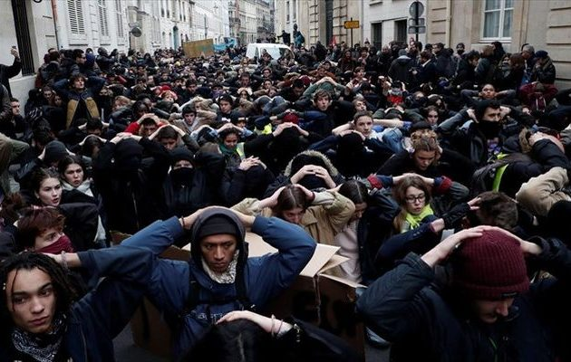 Βρετανοί και Γάλλοι μαθητές βγαίνουν στους δρόμους – Τι ζητούν