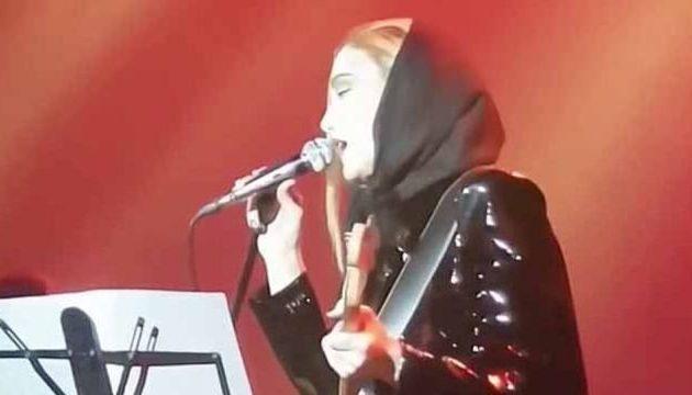 Ιράν – Γυναίκα τραγούδησε σόλο για λίγα δευτερόλεπτα και… έμπλεξαν (βίντεο)