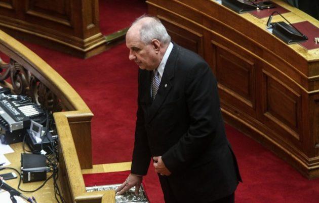 Oρκίστηκε βουλευτής ο Κουίκ: «Θα στηρίξω την κυβέρνηση μέχρι την τελευταία μέρα»