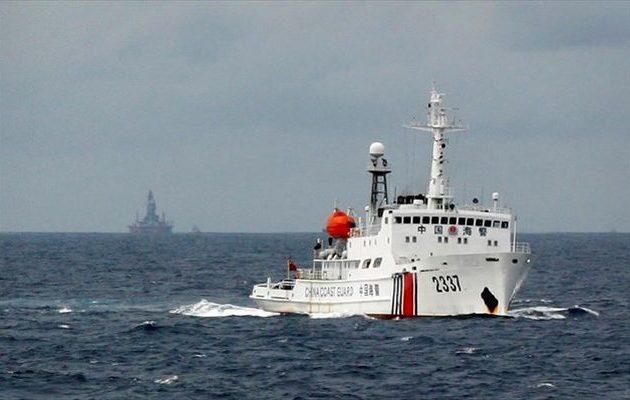 Πώς δύο αμερικανικά αντιτορπιλικά βάζουν «φωτιά» στις σχέσεις ΗΠΑ-Κίνας