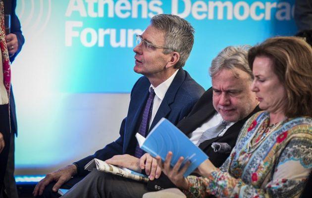 Ο Πάιατ συνεχάρη τον Κατρούγκαλο για τον αναβαθμισμένο ρόλο του ως υπουργός Εξωτερικών