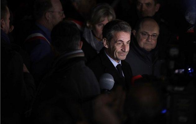 Ολάντ και Σαρκοζί διαδήλωσαν στο Παρίσι κατά του αντισημιτισμού