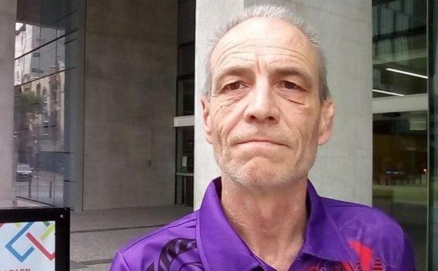 «Είμαι το εξώγαμο του Κάρολου και της Καμίλα» λέει ο 52χρονος Σάιμον