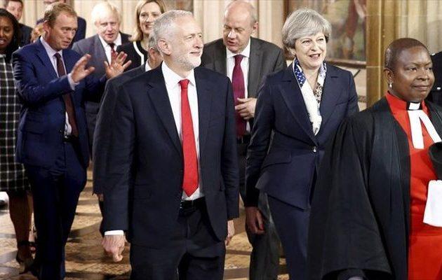 Η Μέι καλεί τον Κόρμπιν στο τραπέζι των διαπραγματεύσεων για το Brexit