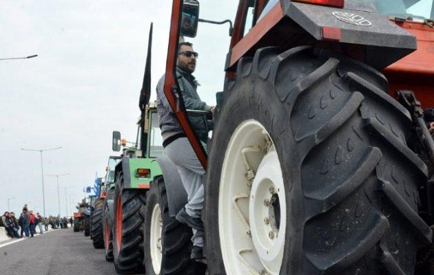 Αποχώρησαν τα τρακτέρ των αγροτών από τις σήραγγες των Τεμπών