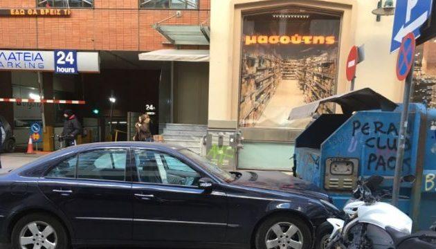Αυτοκίνητο παρέσυρε πεζούς και τους τραυμάτισε στο κέντρο της Θεσσαλονίκης