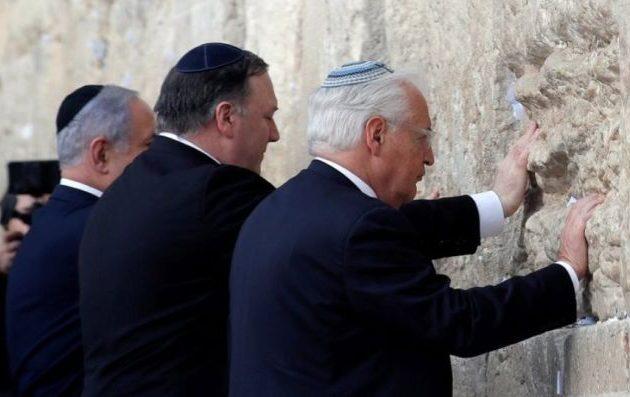 Ο Πομπέο επισκέφθηκε με τον Νετανιάχου το Τείχος των Δακρύων