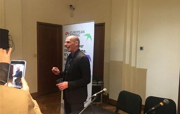 Ο Bαρουφάκης ανακοίνωσε τη συμμαχία με την οποία κατεβαίνει στις ευρωεκλογές