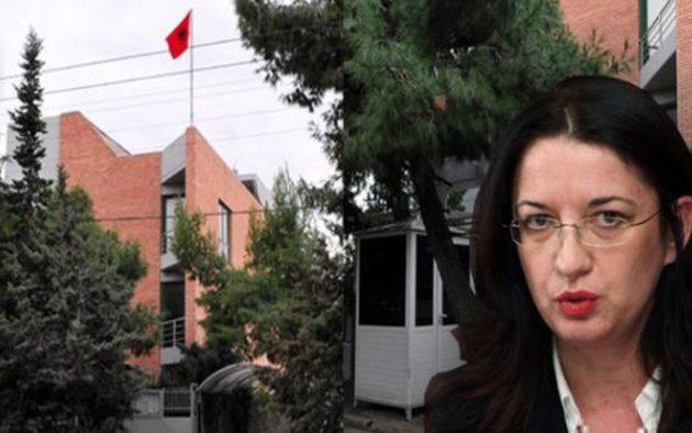 Η Αλβανική Πρεσβεία διαψεύδει ότι διώχτηκε η Χομπντάρι από την Αθήνα