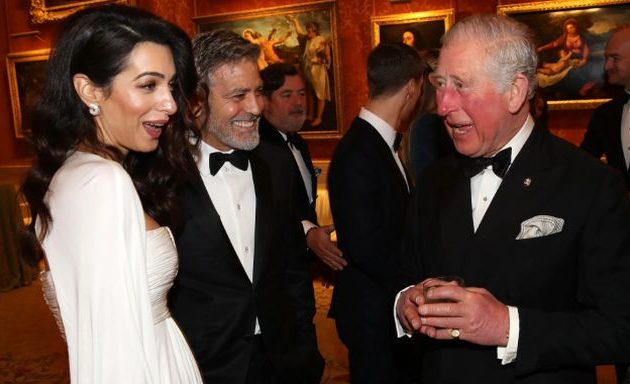 Η Αμάλ Αλαμουντίν του Κλούνεϊ αναλαμβάνει να «προωθεί» τις φιλανθρωπίες του Κάρολου